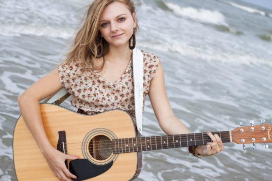 senior-portrait-ocean-guitar