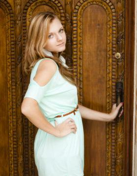 senior-portrait-wooden-door