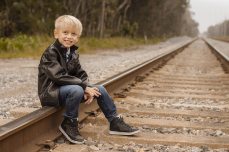 young-child-railroad