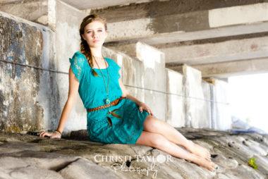 Teen-girl-bridge-portrait